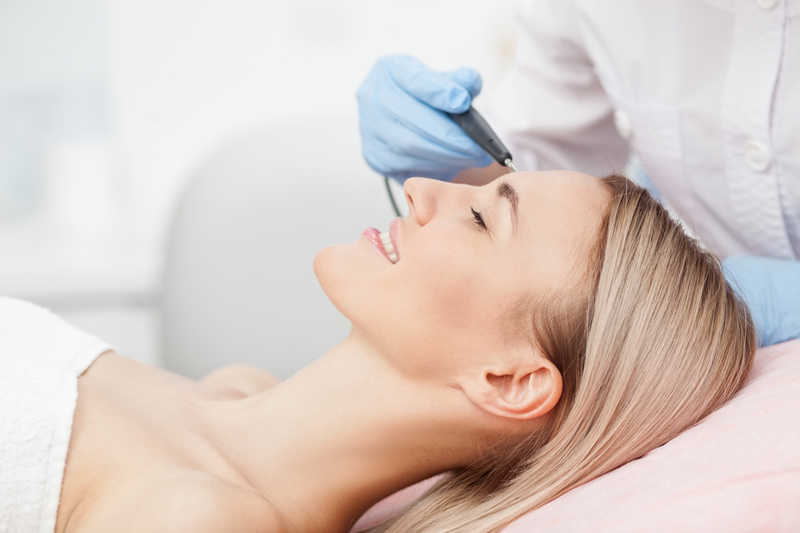 woman having radiofrequency treatment for skin tag, cherry angioma, spider veins | Is it a mole or skin tag? Do you know the difference? | Masterpiece Skin Restoration